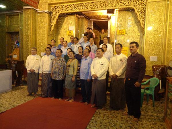 ဗိုလ်တထောင်ကျိုက်ဒေးအပ်ဆံတော်ဦးစေတီတော်မြတ်ကြီးသို့ လာအို အမျိုးသားကာကွယ်ရေးဝန်ကြီး (Minister of National Defence of Lao P.D.R)Lieutenant General Chansamone Chanyalath နှင့်ဇနီး ဦးဆောင်သော ချစ်ကြည်ရေးကိုယ်စားလှယ်အဖွဲ့ လာရောက် ဖူးမြှော်ကြည်ညိုခြင်း