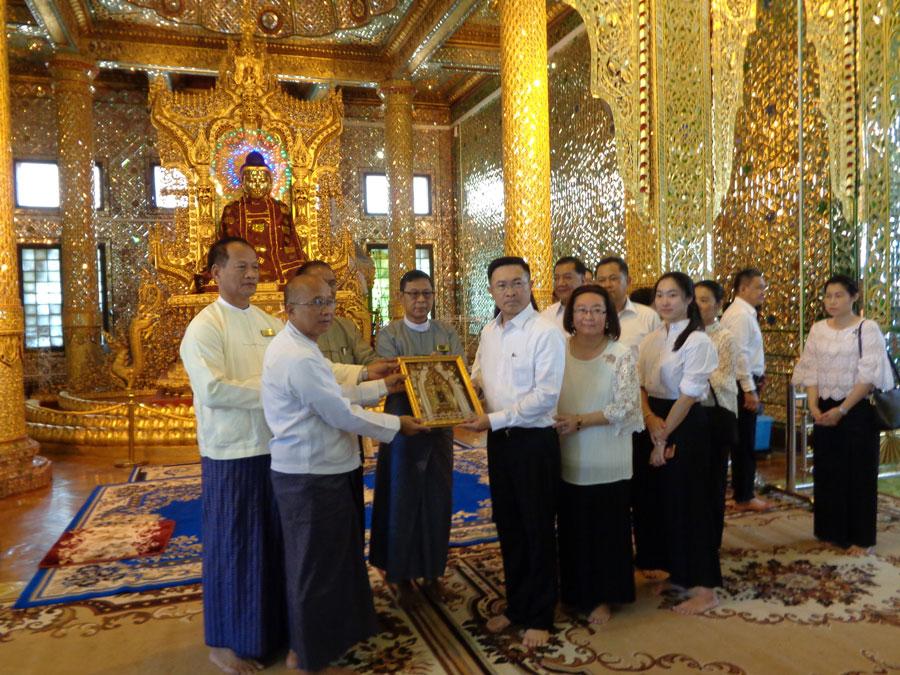 ဗိုလ်တထောင်ကျိုက်ဒေးအပ်ဆံတော်ဦးစေတီတော်မြတ်ကြီးသို့ ထိုင်းဘုရင့်တပ်မတော်မှကာကွယ်ရေးဦးစီးချုပ်နှင့်ဇနီး ဦးဆောင်သောချစ်ကြည်ရေးကိုယ်စားလှယ်အဖွဲ့ လာရောက်ဖူးမြှော်ကြည်ညိုခြင်း